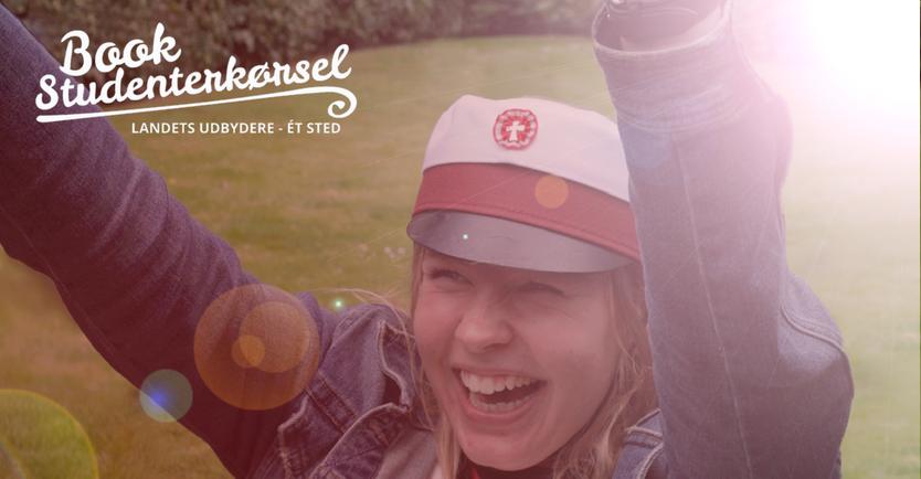 Glad student på studenterkørsel i Holbæk