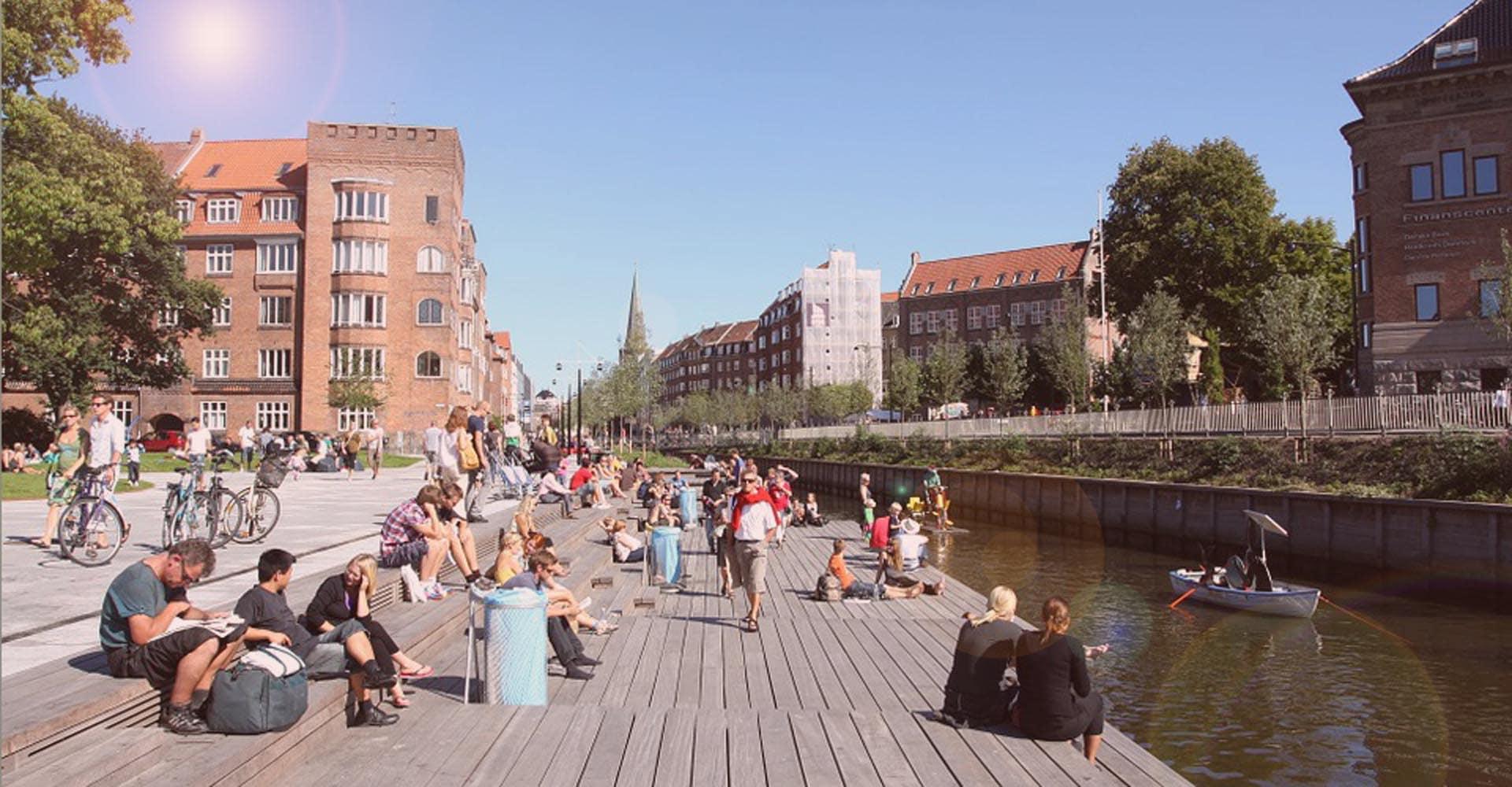 Sommer i Aarhus ved åen